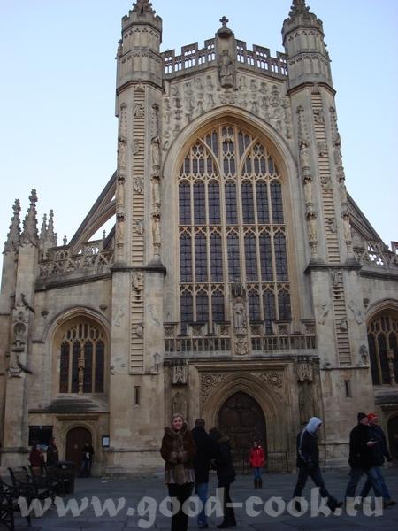 к достопримечательностям относится так же церковь аббатства, но фотография не очень удачная вход в...