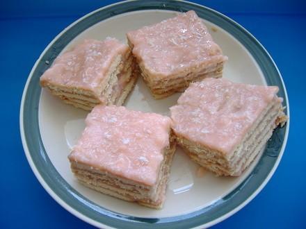 Торт из печенья покупаем нишесте(крем с крахмалом),они разных вкусов, и в добавок к нему печенье,он... - 2