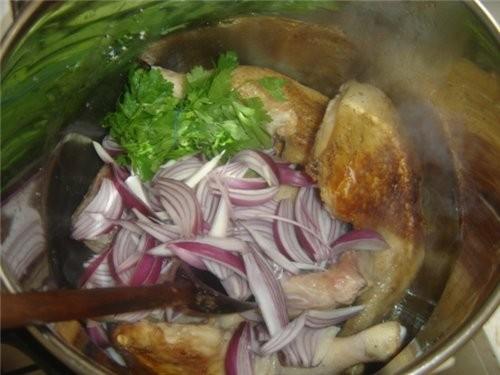Пред тем как начинаем заниматся кус-кусом,приготовим курицу с соусом (я делала с окорочками) - 3