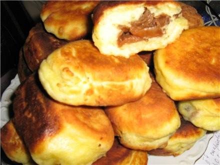 Пирожки жареные из творожного теста с сушеными яблоками