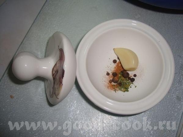 Я себе мини-ступку для специй купила Такая маленькая фенечка готовила со специями долму - чеснок, п...