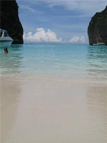 еще немного моря-бухта где снимался фильм пляж с леонардо ди каприо
