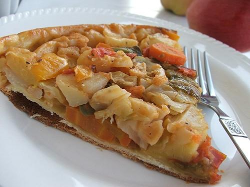 """Овощной пирог-перевертыш (из книги """"1000 необходимых рецептов"""") для теста: 185 г муки 90 г масла 1..."""