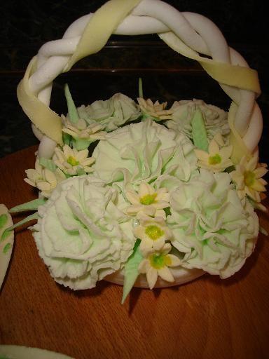 вот мое творение,корзиночка из гвоздик на тортик и бабочка и еще может кто подскажет ссылку как сле... - 2
