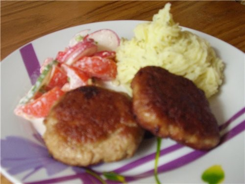 """Сегодня на обед """" Котлетки с картошечкой и салатиком"""""""