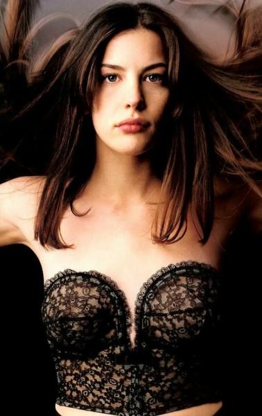 Своим идеалом красоты я считаю Лив Тайлер - Из мужчин мне очень нравится актер Эштон Кучер,особенно...