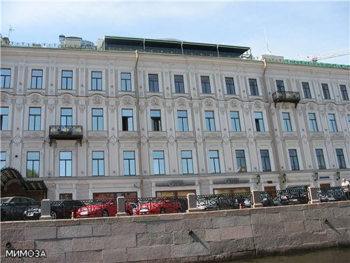 Это катер разворачивается обратно - и виден Невский проспект Теперь более крупно здание слева - в с... - 2
