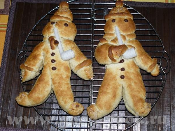 Stutenkerl/Weckmann (Прошу прощения, но у меня кончилась пекарская бумага, так что пришлось печь на...