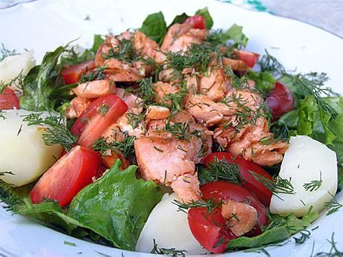 Летний Салат с Лососем на 2 порции: 2 филе лосося - размер судите сами по способностям ваших едоков...
