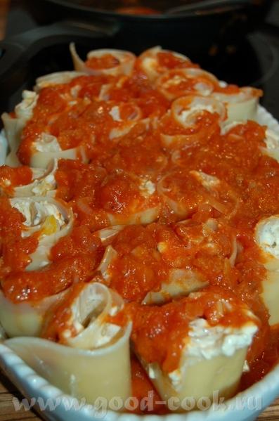 Лазанья , нооо по другому) 1 зубчик чеснока,1 луковица, 6-8 помидор(я взяла в дозе), 2 ложки раст - 2