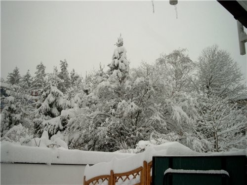 А у нас снега навалило, ужасть