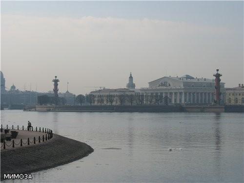 Это вкратце история основания Петропавловской крепости, ну а мы с вами, напоминаю, двигаемся пока в...