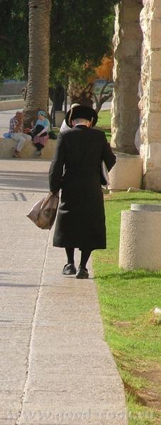 Православный монах Хасид (хазидизм - одно из наиболее ортодоксальных течений иудаизма) Представител... - 2