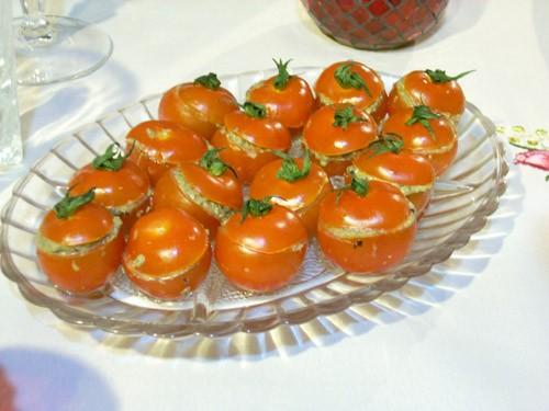 Помидоры черри, фаршированные тапенадом Фуа-гра с манго на шпажках