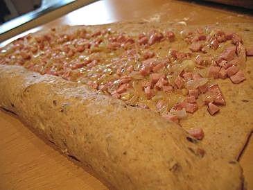 """""""розочки"""" из хлеба с ветчиной 350 г обойной муки из пшеницы(брала обычную белую),150 г ржаной муки,... - 2"""