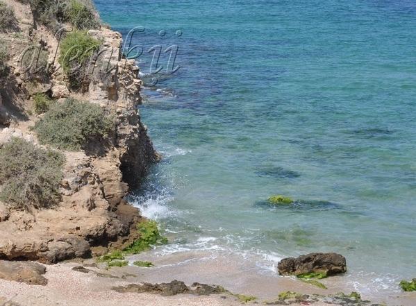 Стоя на вершине ракушечной скалы, обозреваем захватывающие картины моря и островков, волн и побереж... - 4