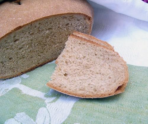 В последнее время полюбила печь хлеб по этому рецепту , только муки беру пополам белой хлебной и це...