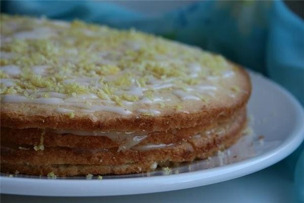 этот пирог с от Делии Смит,но крем очень похож на лимонный курд от Мишель-я по ее рецепту делала,ку...