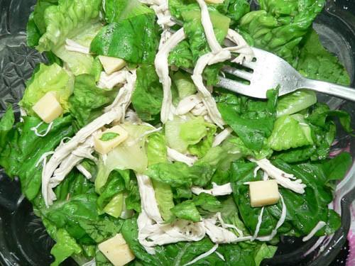 И салат Цeзарь Листья салата грудинка сыр олив масло лимонный сок 1 ст