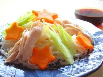макароны , как украсить вареной морковкой я думаю такие масенькие формочки можно добыть из детских...