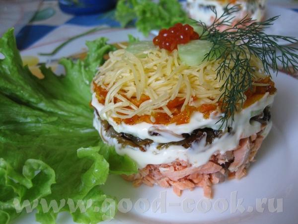 Это очень простой в приготовлении салат, который можно подавать порционно или выложив слоями на бол...