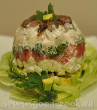 Салат из куриных сердечек, авокадо, картофеля, томата и огурца