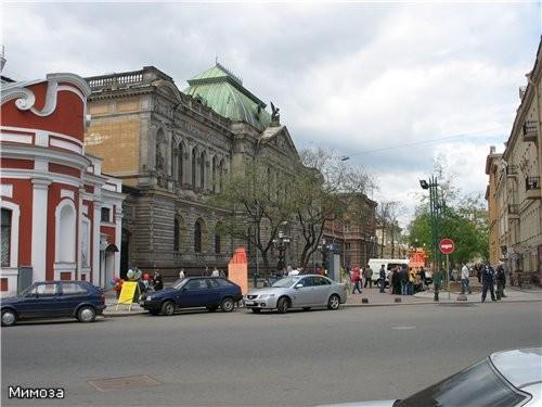 Пантелеймоновская церковь находится на пересечении улицы Пестеля и Соляного переулка - и если мы с...