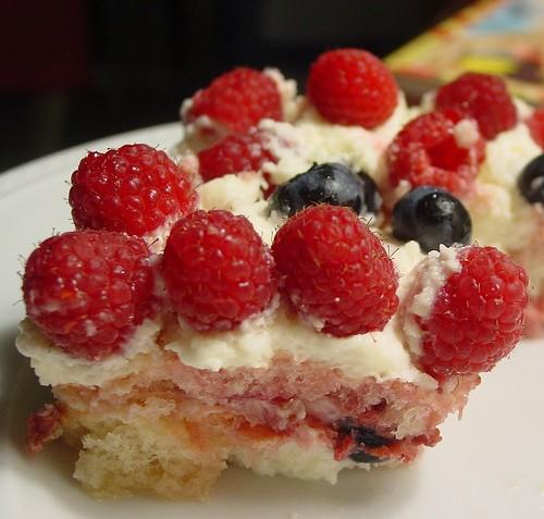 Тирамису с ягодами и персиками источник: mylifeasareluctanthousewife 3-4 персика 1-1/2 чашки персик...