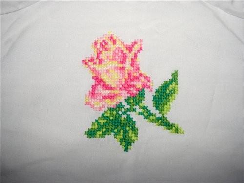 Блузка в баварском стиле, тоже хлопок, роза вышита крестом - 2