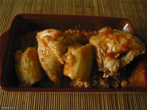 Курица с бананами по-креольски Что нужно: 1 курица весом 1,5 кг 6 спелых бананов лук репчатый - 1 к...