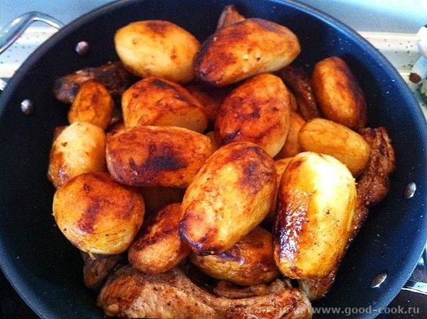 Рецепт прост: обжариваем картофель целиком, вынимаем откладываем посыпаем солью; обжариваем мясо, солим мясо и посыпаем... - 11