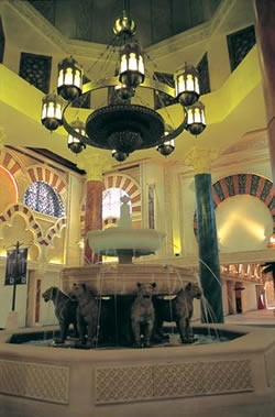 Летом в Дубае открылся очень красивый центр - Ибн Баттута, названный так по имени путешественника,... - 2
