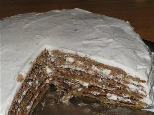 Итальянский ореховый торт - это торт очень нежный - 6 ореховых коржей и крем из взбитых сливок