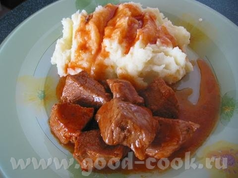 Гуляш из свинины свинина - 500 граммов, 1 - 2 луковицы, 1 ст