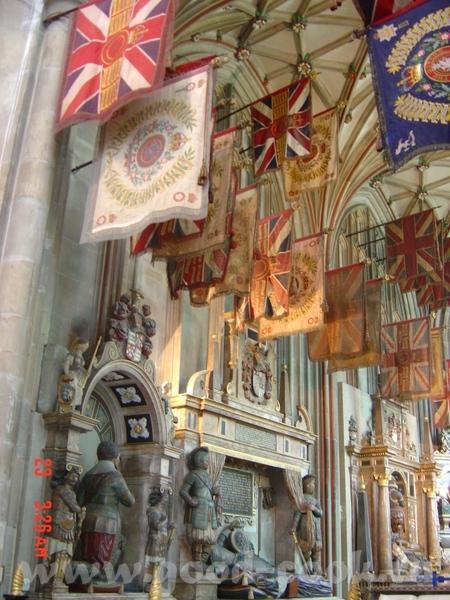 Томас Бекет был провозглишен мучеником, канонизирован через 3 года, а собор стал местом паломничест... - 3