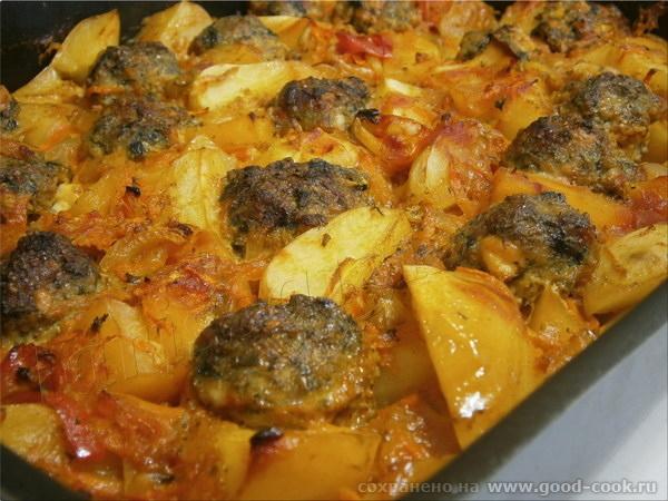Запечёные овощи с тефтельками из фарша, зелени и колбасного сыра