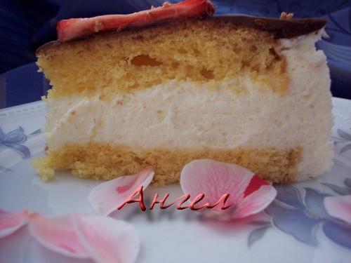 Лиз,спасибо,корж выпекается один,форма разъемная 21 см,в ней и собирала торт-поэтому обрезать ничег...