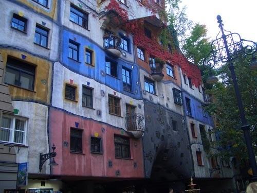 Хочу показать здание под названием Хундертвассерхаус
