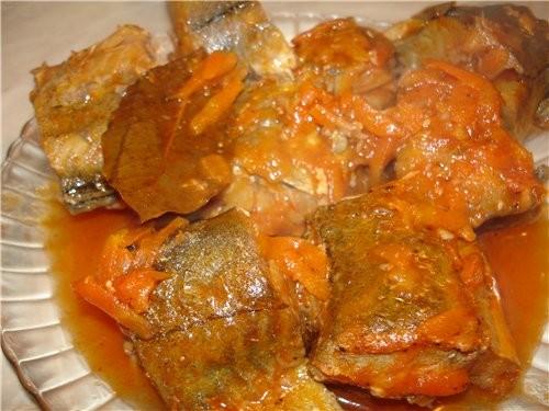 Салат с китайской капусточки (капуста и майонез) Хек в томатном соусе Хек посолить ,поперчить, обжа... - 2