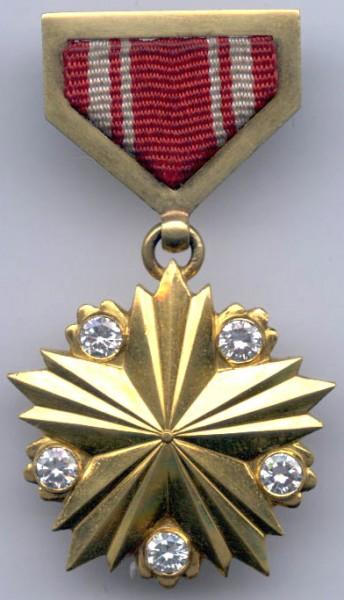 Самым активным участником этого месяца объявляется , за что предлагаю наградить ее почетной медалью...