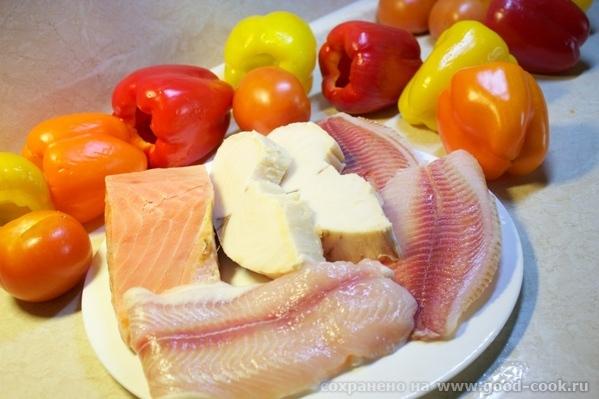 Рыбный перчик Нам нужно: несколько сортов рыбы, у меня сёмга, пангасиус, тилапия и эсколар Собственно перцы, помидоры