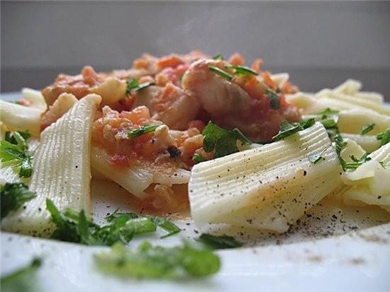 макароны с рыбой в томатном соусе 2 больших помидора,6 ст