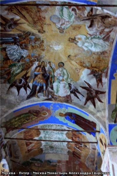 Обратите внимание на голубой цвет на фресках - 4