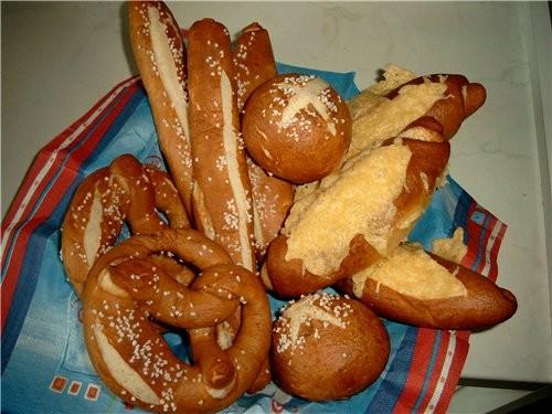 Brezel(брецель, крендель), Brezelstange(палочки) und Brezelsemmel(булочки) относятся к Laugengebдck...