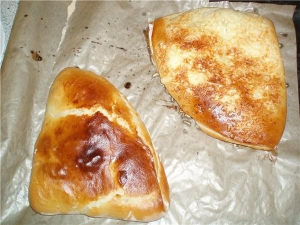 МНЫШ с сыром и МНЫШ со шкварками и жареным луком (предыстория - хлеб такой покупала в супермаркете,...