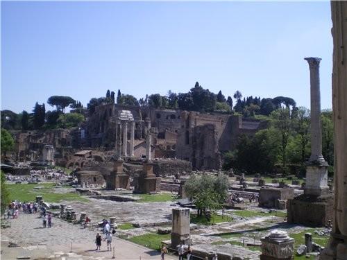 А это идут раскопки около Колизея, центральной части древнего города - 2