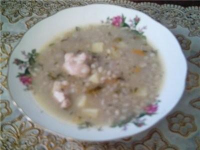 А вчера была полу русская -арабская кухня суп рассольник с перловой круппы и солёными огурчиками са...