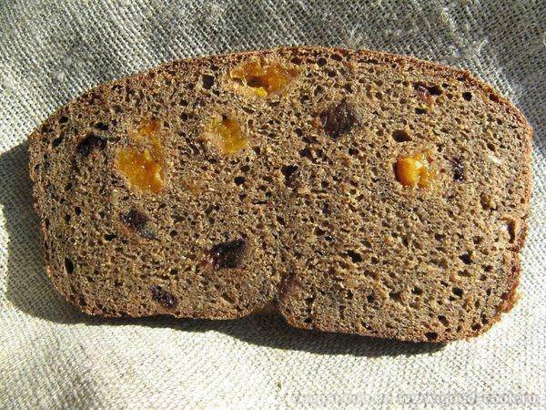 Хлеб заварной с сухофруктами и миндалем