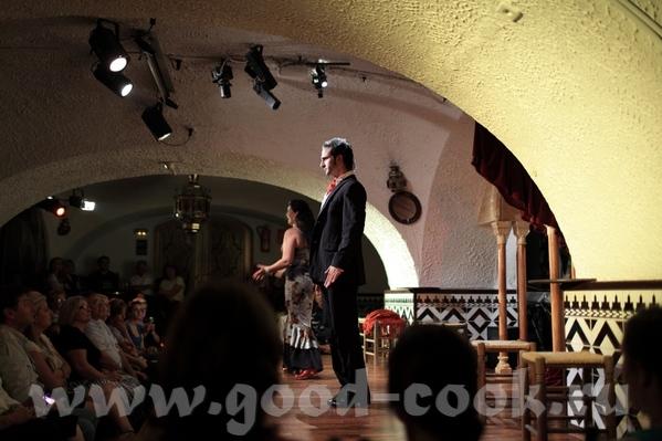 """На этот вечер у нас были заказаны места на выступление """"Фламенко"""", и после прогулки мы направились..."""