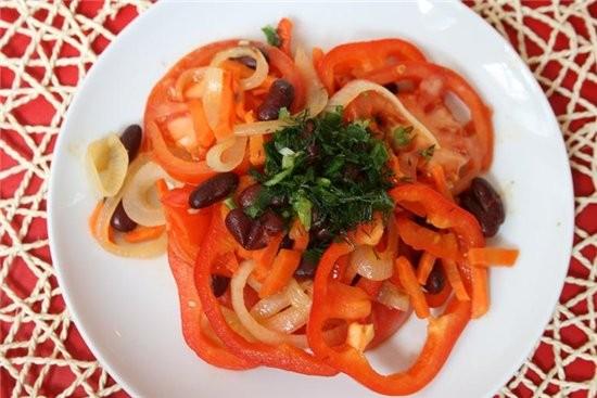 салат огненный журнал вкусные рецепты 2 помидора 2 морковки 2 луковицы 2 красных паприки 1 банка ко...